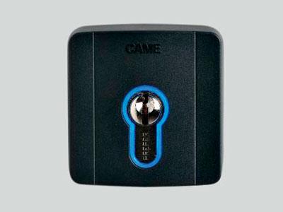 SELD1FDG Ключ-выключатель накладной с цилиндром замка DIN и синей подсветкой (арт. 806SL-0050)